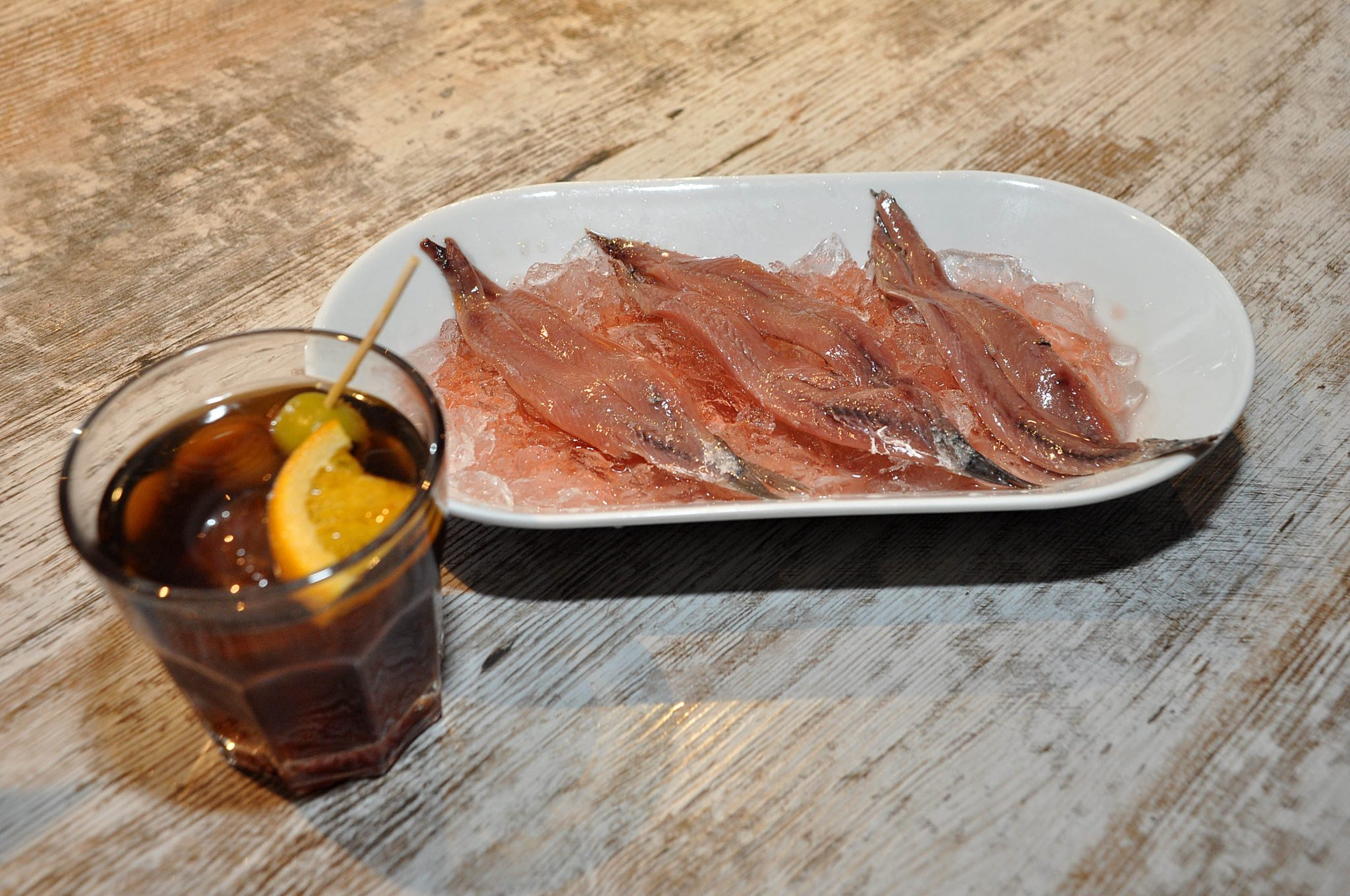 Anchoas salmuera y vermouth