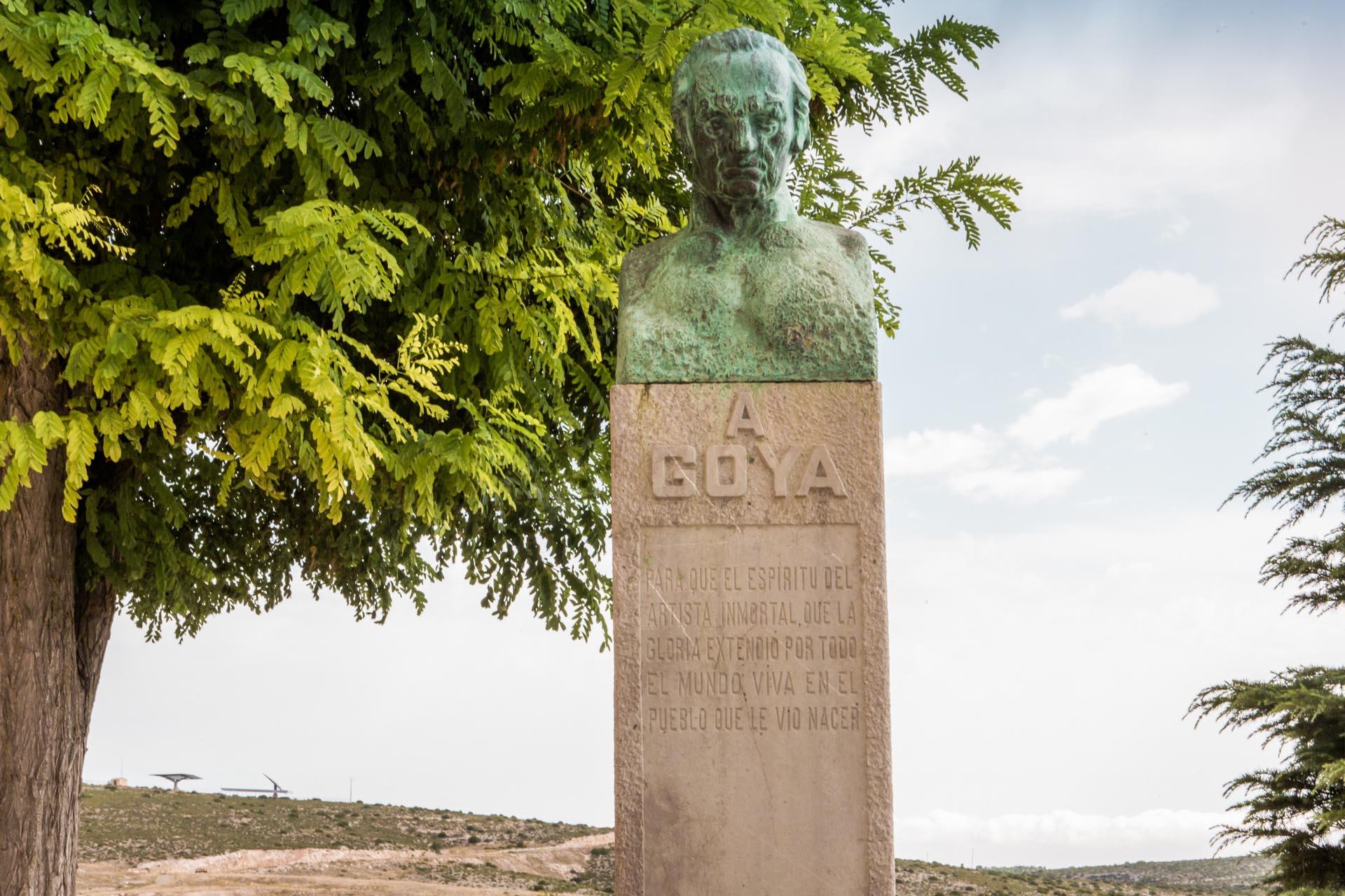 Aorodarse-meter-foto-pueblo-con-escultura-letras-Goya-oxido-3