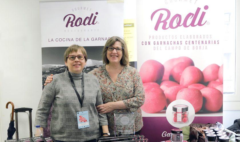 Las hermanas Blanca y Mari Rodríguez con todos sus productos. (Gabi Orte)