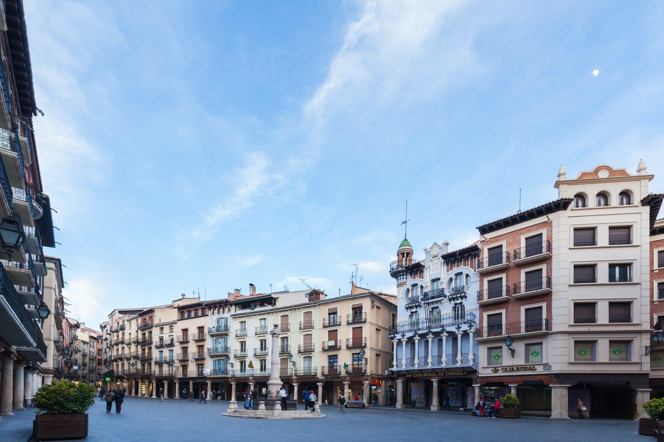 Plaza_del_Torico,_Teruel,_España,_2014-01-10,_DD_72